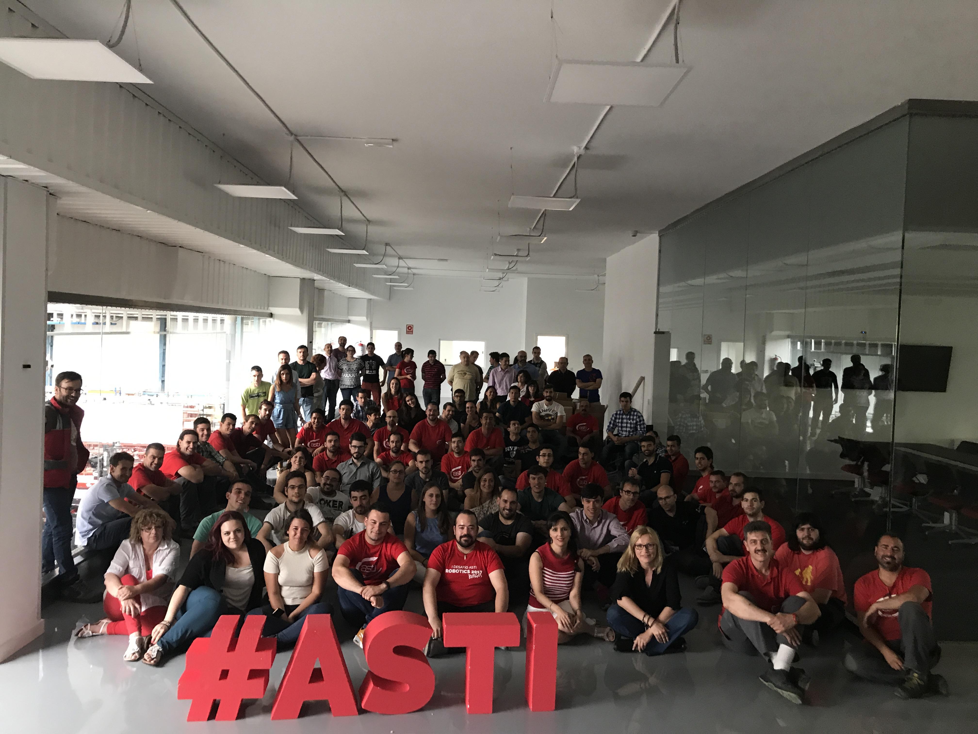 El equipo de ASTI comparte y celebra los éxitos de la compañía